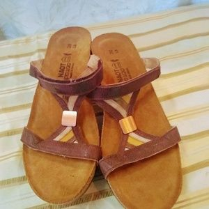 NOAT  LIKE NEW Sandals size L 8 or 39